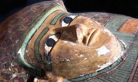 archeologie boz houten sarcofaag